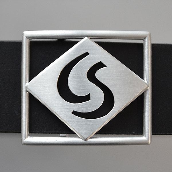 Gürtelschnalle mit Silber-Monogramm nach Kundenwunsch