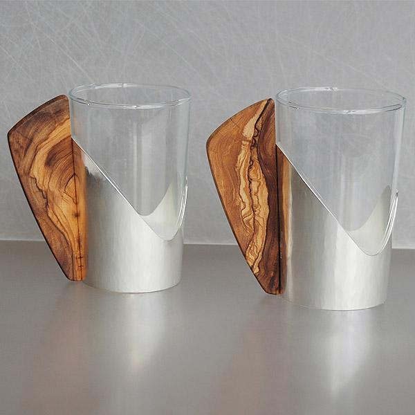 Heißgetränke-Becher aus Silber und Olivenholz