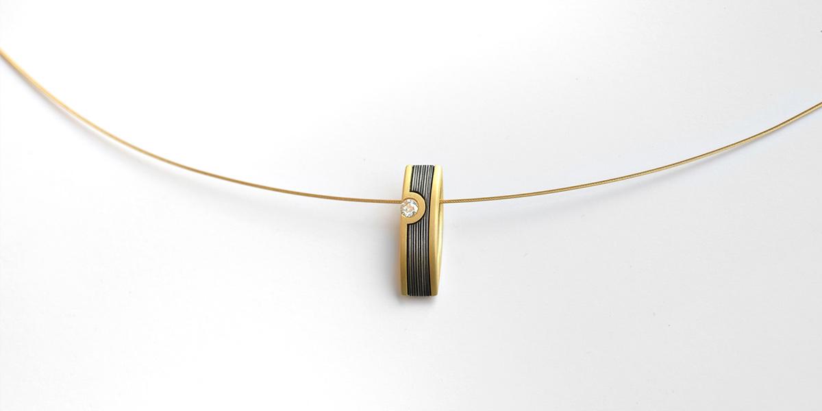 Eisenanhänger - 750/Gold, Edelstahl und Brillant